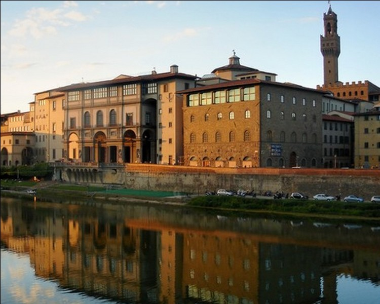 C'est avec le Duomo, l'un des monuments les plus représentatifs de Florence. Quel est cet édifice servant d'écrin aux oeuvres des grands peintres italiens?