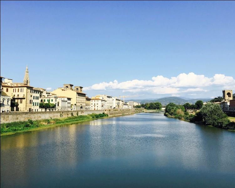 Quel fleuve, prenant sa source au Mont Falterona dans les Apennins, arrose cette région?