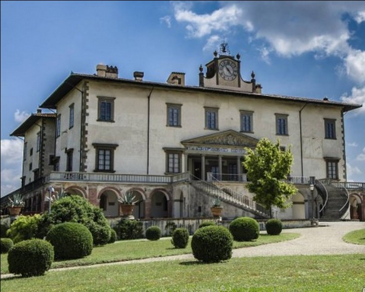 Ces villas, forment depuis le XVI e siècle un paysage unique avec une harmonie inégalée . Quel nom donne-t-on à ces magnifiques demeures seigneuriales, visibles de nos jours dans les alentours de Florence?