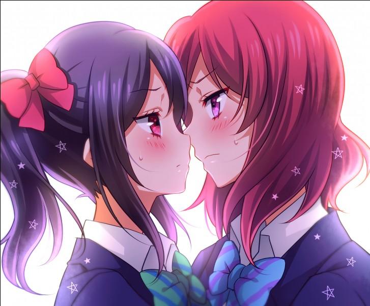 Voici un yuri du manga Love Live :