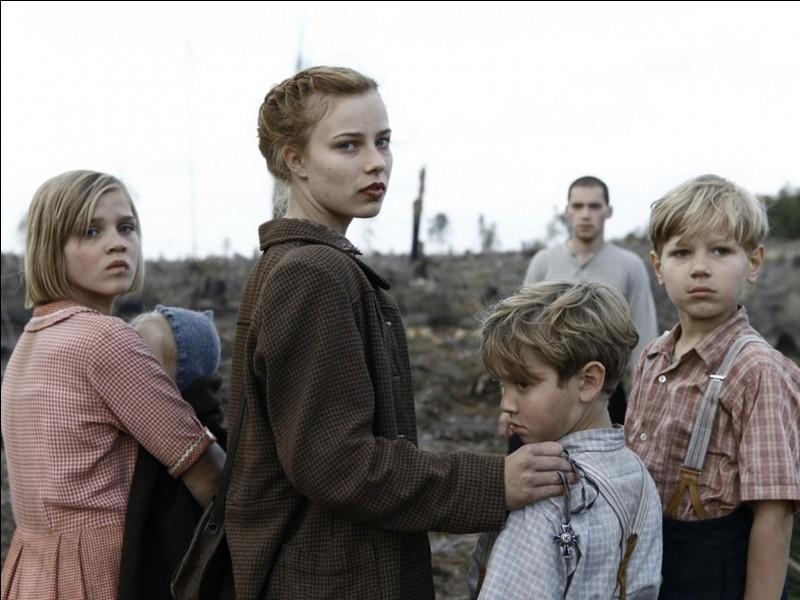 Lore - Lore est une adolescente, fille d'un grand soldat nazi. Elle traverse l'Allemagne avec ses frères et ses sœurs et rencontre Thomas, jeune Juif dont elle tombe amoureuse. Dans quel État créé originellement pour les Juifs aurait-elle pu le rencontrer s'il avait alors existé ?