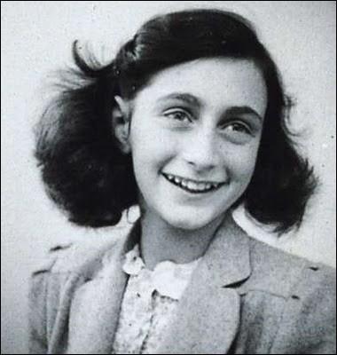 Le Journal d'Anne Frank - Anne Frank était une adolescente juive cachée à Amsterdam (aux Pays-Bas) pendant deux ans. Son journal intime s'arrête trois jours avant l'arrestation de toute sa famille. Anne meurt du typhus à 15 ans en camp de concentration et son père sera l'unique survivant de la famille. Laquelle de ces phrases a été la dernière écrite par Anne Frank ?