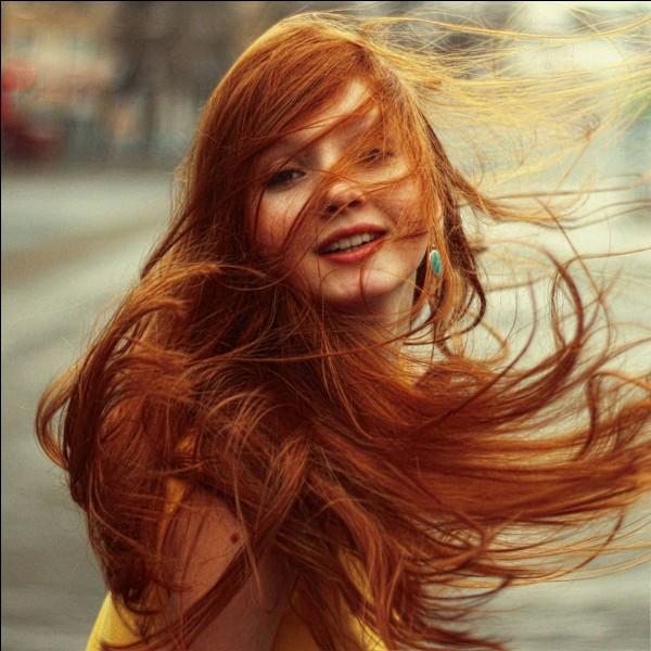"""À qui peut-on identifier cette jeune femme rousse dans """"Harry Potter"""" ?"""