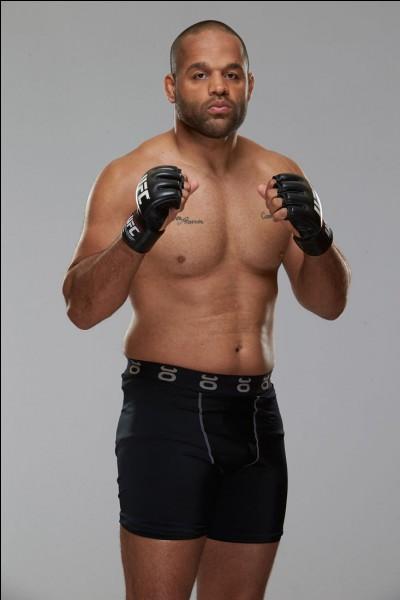 Ngannou affronte ensuite Anthony Hamilton, le 9 décembre 2016 lors de l'UFC Fight Night 102. Quel fut le résultat ?