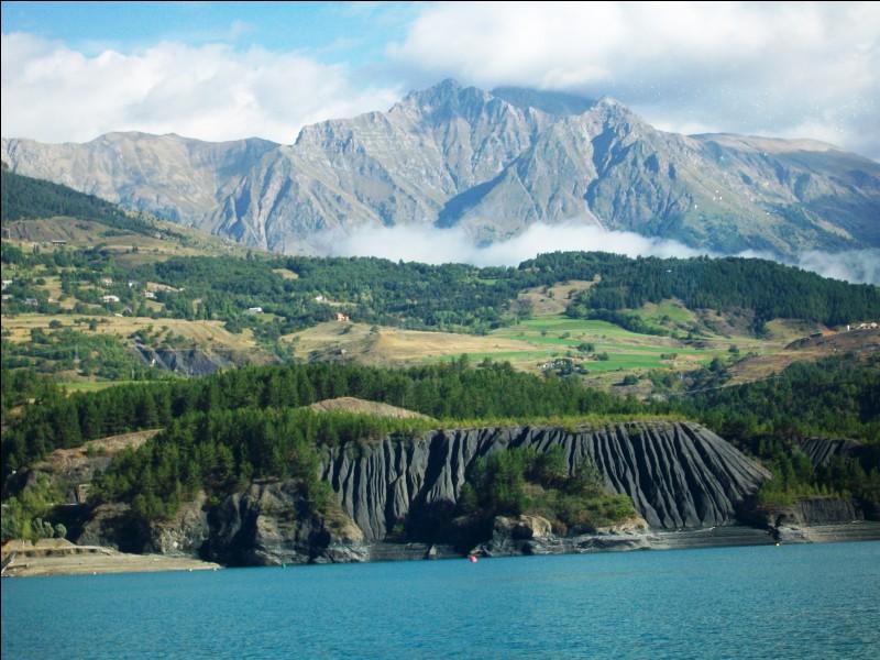 Quelle rivière des Alpes-de-Haute-Provence vient, avec la Durance, alimenter le lac de barrage de Serre-Ponçon ?