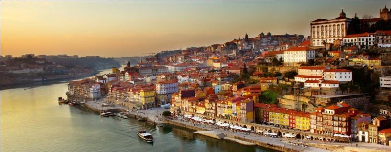 Lagos est une ville du Portugal.