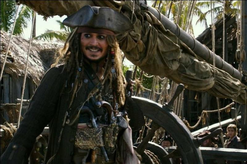 Sur quel navire sont-ils, Jack et son équipage, avant de faire sortir le Black Pearl ?