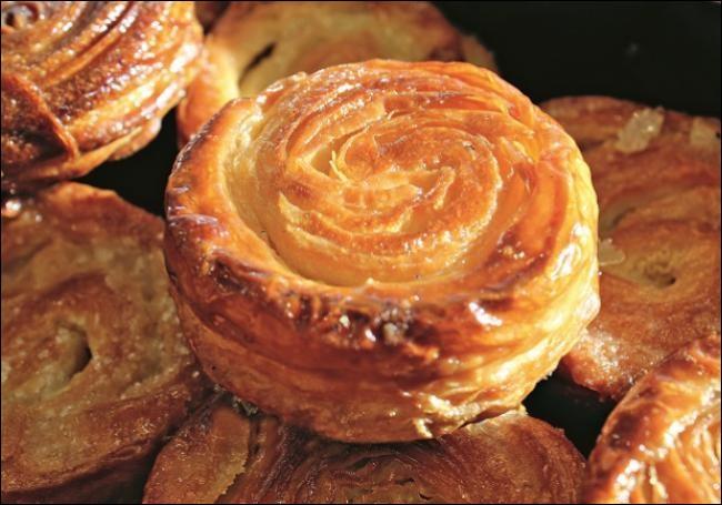 Gastronomie - Quel est ce gâteau breton bien connu des papilles de Siméo, constitué de beurre, de sucre et de pâte à pain ?