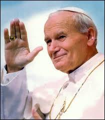 Karol Józef Wojtyła est élu pape catholique et devient le pape Jean-Paul II.