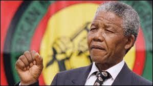 Nelson Mandela devient le premier président noir d'Afrique du Sud.