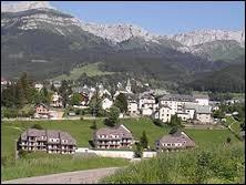 Dans quel département d'Auvergne-Rhône-Alpes la station de Villars-de-Lans se situe-t-elle ?