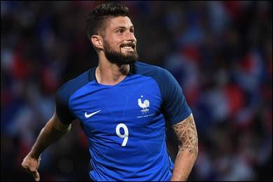 Quel est le poste d'Olivier Giroud sur le terrain ?