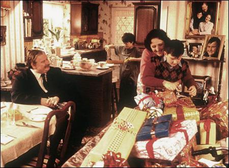 Dans le premier film, combien Dudley reçoit-il de cadeaux pour son anniversaire (sans compter les deux que sa mère promet de lui acheter plus tard) ?