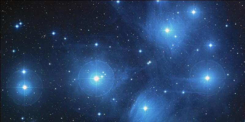 Combien y a-t-il d'astres principalement dans l'Univers ?