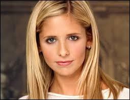 Quelle est la première personne que Buffy a vue dans son nouveau lycée ?