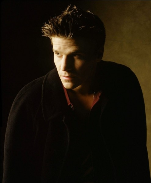 De qui Buffy tombe-t-elle amoureuse en premier ?