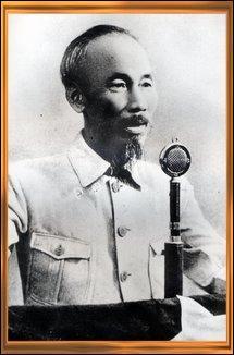Dans quelle colonie, le leader de la résistance communiste Hô Chi Minh lance-t-il une déclaration d'indépendance dès 1945 ?