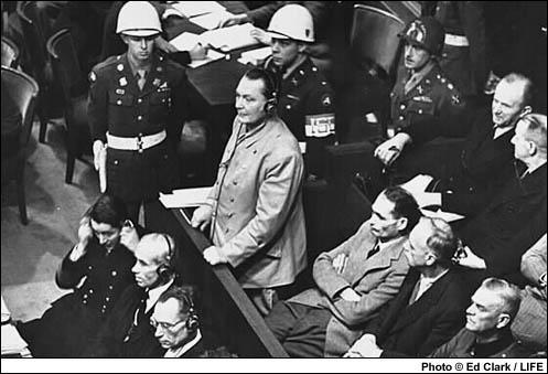Le procès de Nuremberg définit pour la première fois la notion de :