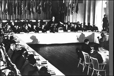 Que mettent en place les accords de Bretton Woods ?