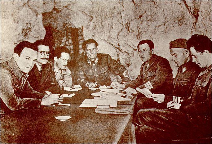 Lequel de ces pays de l'est de l'Europe n'est pas occupé par les Soviétiques après 1945 (photo : Tito, au centre, le leader communiste de cet Etat, mais opposé à l'U. R. S. S. ) ?