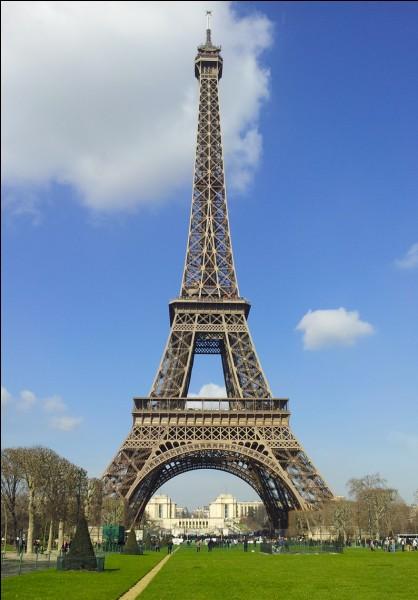 Dans ce pays, tu peux visiter la tour Eiffel.