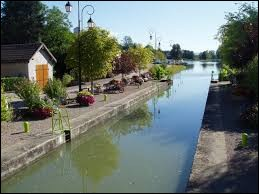 Ce canal serpente la Bourgogne sur 174 kilomètres. Quel est-il ?
