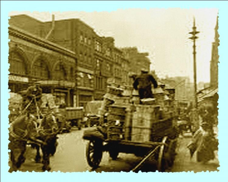 Société : De quand datent les premiers feux de signalisation routière, feux installés à Londres au coin de Bridge Street et de Palace Yard?