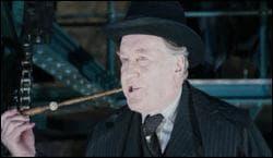 Que fait le Ministre de la magie avec sa baguette ?