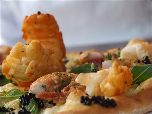 Avec un prix s'élevant à 10 110 euros, cette pizza est la plus chère du monde. Elle est composée de trois sortes de caviar, de homard, de crevettes rouges, ainsi que de cigale des mers. Quel est son nom ?