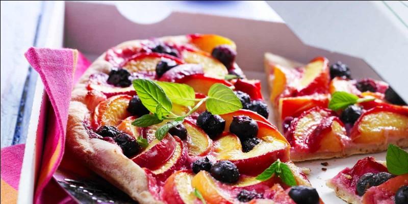 Bien qu'elle soit connue comme étant un plat, la pizza peut être aussi être mangée comme dessert. Que retrouve-t-on le plus souvent sur les pizzas sucrées ?