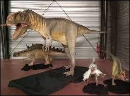 """Lorsqu'au musée, Fitz demande : """"Dis-moi... Tu crois vraiment qu'ils ressemblaient à ça ? C'est un peu absurde tu ne penses pas ?""""De quel dinosaure parle-t-il?"""
