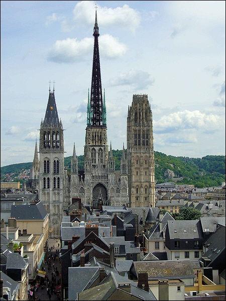 La cathédrale de Rouen a réchappé 7 fois aux flammes.