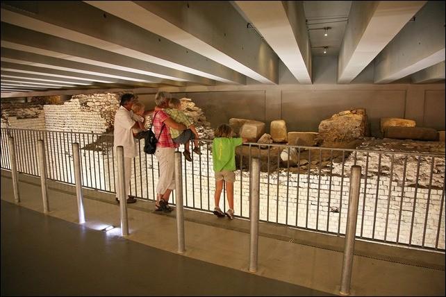 Où peut-on voir cet amphithéâtre cadurcien de l'époque gallo-romaine ?