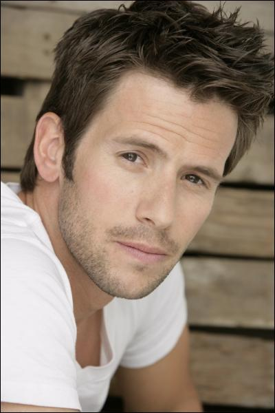 Quel personnage joue Christian Oliver ?