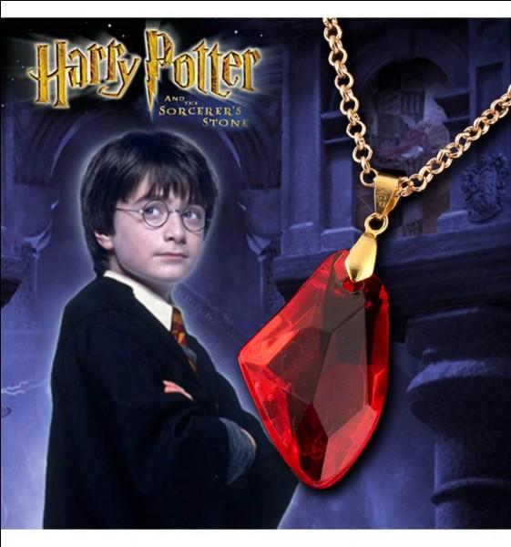 """Dans """"Harry Potter à l'école des sorciers"""", qui veut s'emparer de la pierre philosophale ?"""