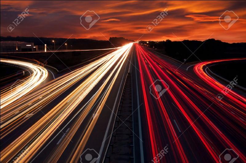 Quelle est la vitesse de la lumière ?