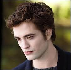 Quand il parle de lui à 16 ans, quand il s'est inscrit à des cours d'art dramatique, il dit 'qu'il ressemblait à une nana ' et aussi ?