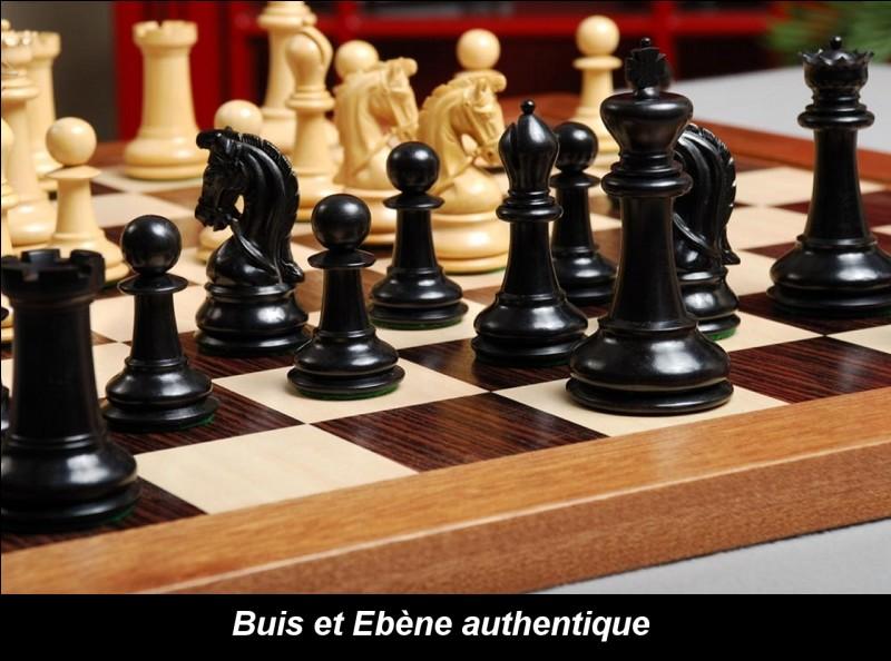 Combien de pièces comporte un jeu d'échecs ?