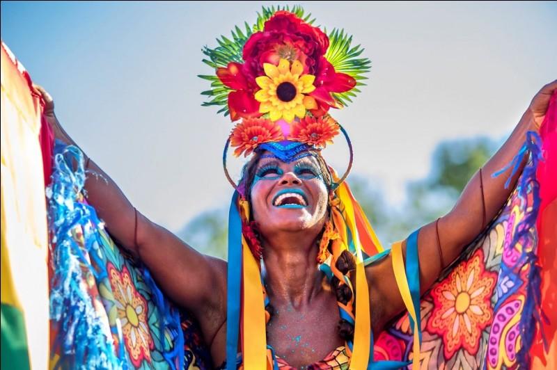 Dans quelle ville se déroule ce carnaval célèbre ?