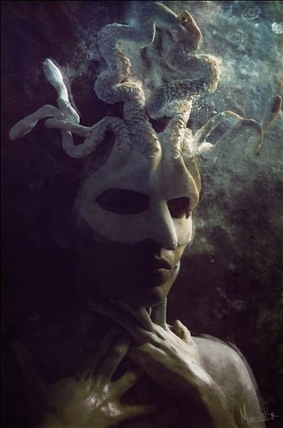 Pour avoir forniqué avec un dieu de l'Olympe dans le temple d'Athéna cette dernière furieuse, transforma Méduse en horrible gorgone. Qui est ce fameux Dieu ?
