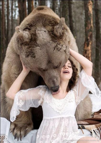 Nymphe enceinte de Zeus, dans sa colère la déesse Artémis la métamorphosa en ourse. Qui est-elle ?