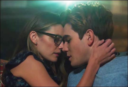 """Toujours dans """"Riverdale"""", avec qui Archie a-t-il eu une liaison secrète ?"""
