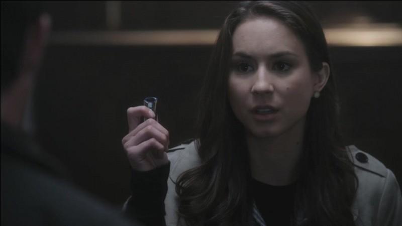 """Dans """"Pretty Little Liars"""", qui a essayé de tuer Spencer dans l'église ?"""