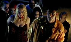 [Mensonge] : En quoi consiste le club où Billy Fordham (l'ancien petit ami de Buffy) est ?
