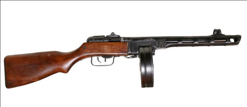 Quelle est cette arme, et quelle est sa nationalité ?