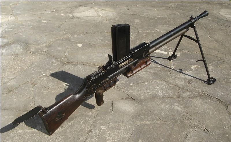 Comment se nomme l'une des mitrailleuses les plus appréciées par les troupes françaises ?
