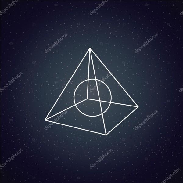 Une pyramide a base carré a huit arrêtes.