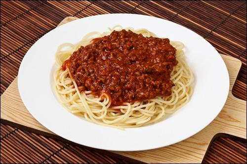 Les spaghettis à la bolognaise sont cuisinés à Bologne.