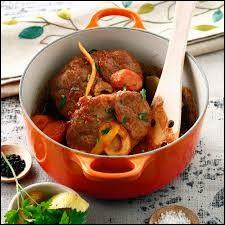 L'osso buco se cuisine traditionnellement avec un jarret de porc.