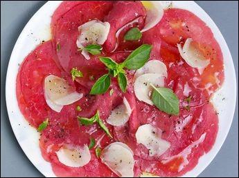 Le carpaccio a été inventé en 1950 par le chef Giuseppe Cipriani pour une cliente qui ne pouvait pas manger de viande cuite.